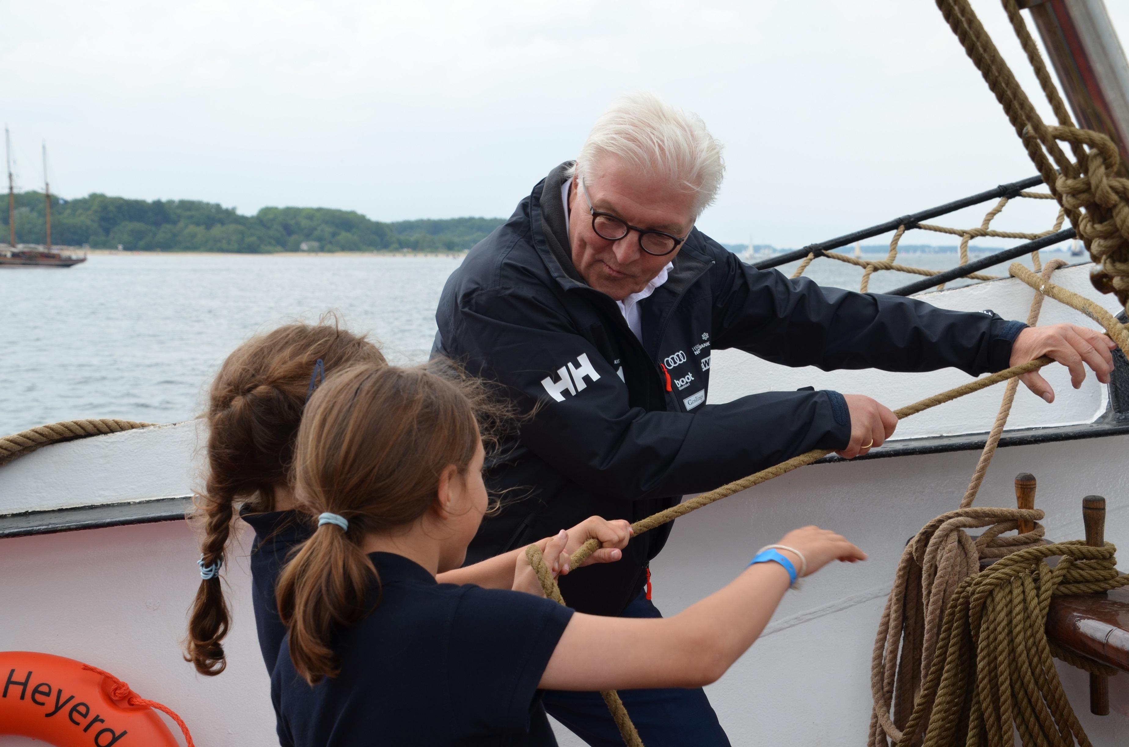 Bundespräsident Frank-Walter Steinmeier Segelt Zur Eröffnung Der Kieler Woche 2018 An Bord Der Thor Heyerdahl